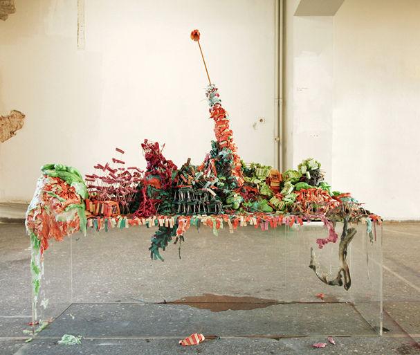 B.A., 2013 170 kg Bubble Gum, toothpicks, Plexiglass height 110m x length 150m x width 50m